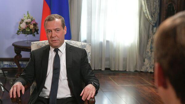Председатель правительства РФ Дмитрий Медведев во время интервью телеканалу Россия 24