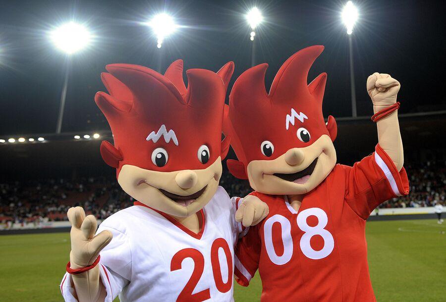Талисманы Евро-2008 Трикс и Фликс (справа)