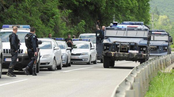 Косовская полиция на дороге возле города Зубин-Поток в районе Митровица. 28 мая 2019