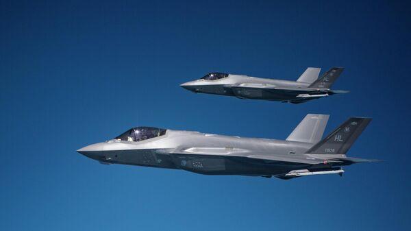 Пара истребителей F-35A Lightning II