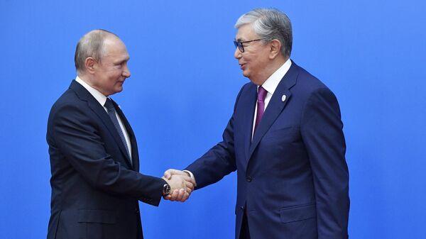 Президент РФ Владимир Путин и президент Казахстана Касым-Жомарт Токаев