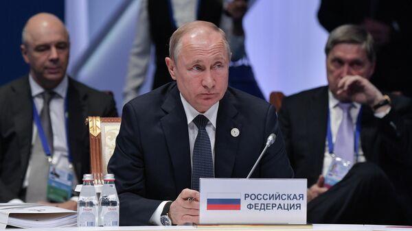 Президент России Владимир Путин принимает участие в заседании Высшего Евразийского экономического совета