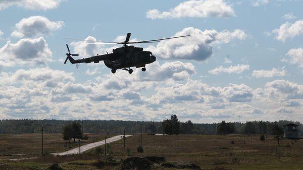 Вертолет Ми-8 во время учений во Львовской области, Украина