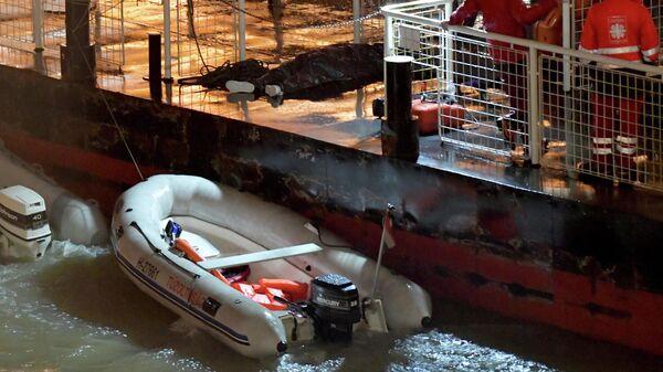 Спасательные службы в районе крушения катера в Будапеште