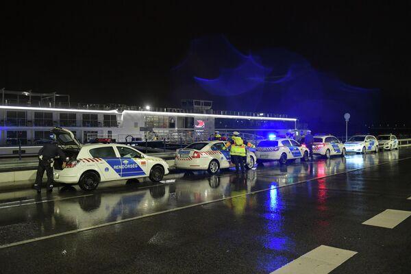 Полиция в районе крушения катера в Будапеште