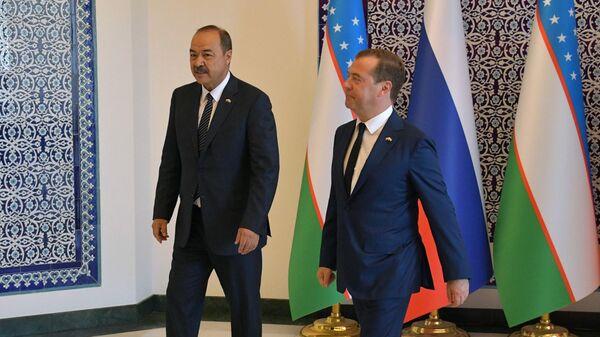 Председатель правительства РФ Дмитрий Медведев и премьер-министр Узбекистана Абдулла Арипов во время встречи в Ургенче