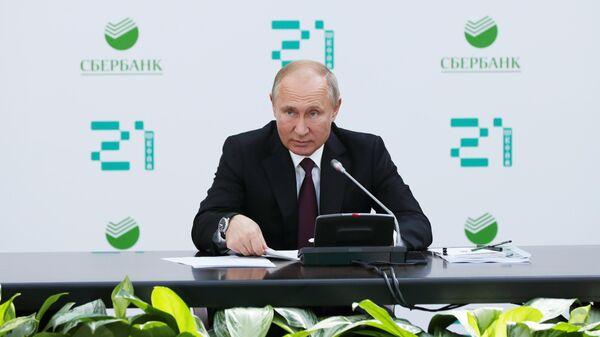 Президент РФ Владимир Путин проводит совещание по развитию технологий в области искусственного интеллекта в школе программирования Школа 21. 30 мая 2019