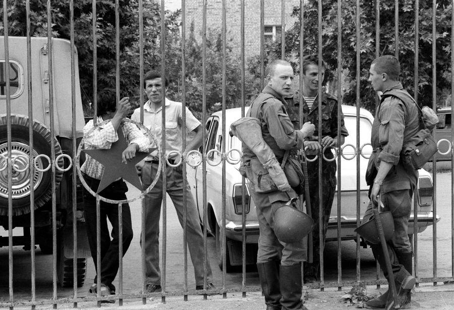 Военнослужащие войск МВД СССР, присланные в в Ферганскую долину для поддержания порядка