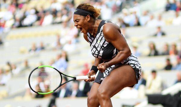 Серена Уильямс в матче женского одиночного разряда Открытого чемпионата Франции по теннису против Виталии Дьяченко
