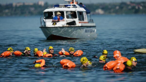 Участники заплыва через Керченский пролив в рамках мероприятия X-WATERS Kerch Strait в Крыму