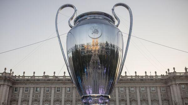Копия кубка Лиги чемпионов УЕФА