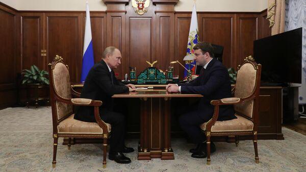 Президент РФ Владимир Путин и министр экономического развития РФ Максим Орешкин во время встречи. 3 июня 2019