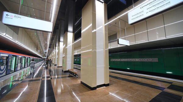 Поезд на станции метро Улица Дмитриевского Кожуховской линии