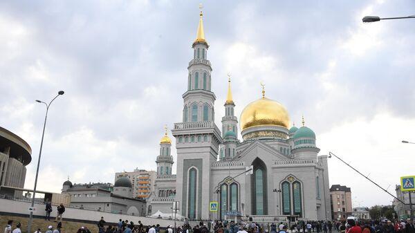 LIVE: Московская община мусульман празднует Ураза-байрам