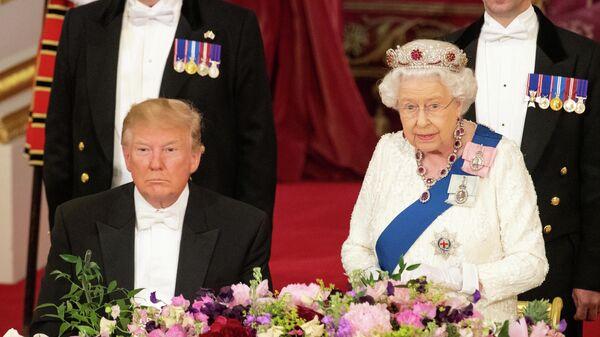 Британская королева Елизавета во время встречи с президентом США Дональдом Трампом в Букингемском дворце в Лондоне. 3 июня 2019