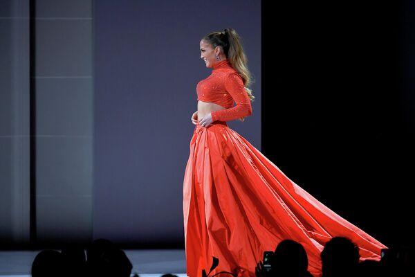 Дженнифер Лопез на церемонии вручения премии Совета модельеров Америки