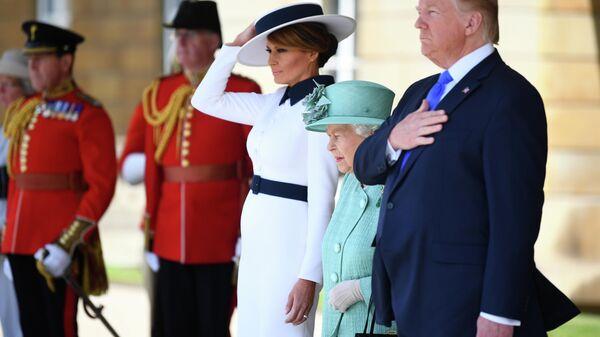 Хоть Черчилля клок. Что Трамп увезет с собой из Британии