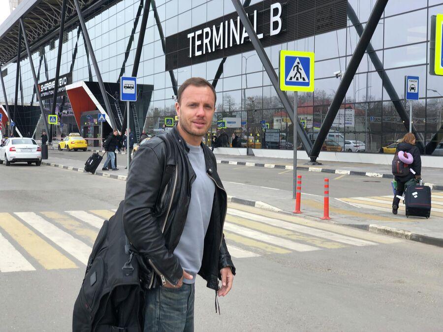 Тимур Соловьев в аэропорту