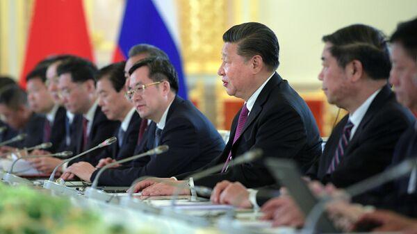 Председатель КНР Си Цзиньпин во время российско-китайских переговоров в составе делегаций в Кремле. 5 июня 2019