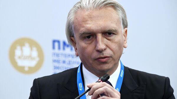 Генеральный директор ПАО Газпром нефть Александр Дюков на сессии В погоне за искусственным интеллектом. Кто победит в глобальном соревновании? в рамках ПМЭФ-2019