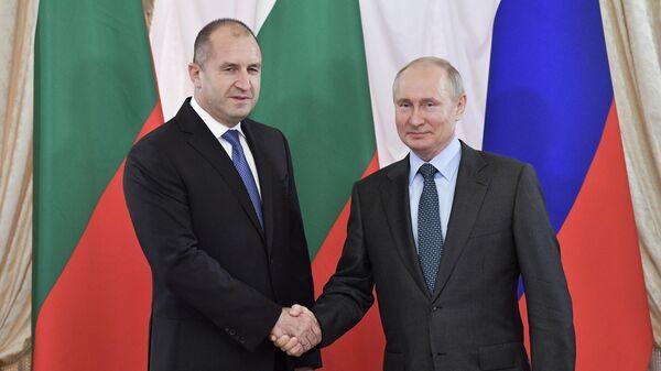 Президент РФ Владимир Путин и президент Болгарии Румен Радев во время встречи на полях Петербургского международного экономического форума 2019