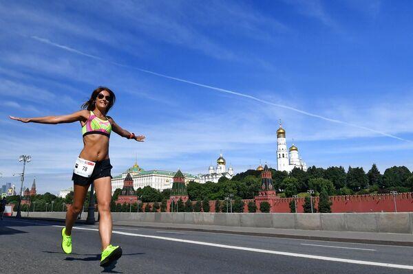 Участница благотворительного Зелёного Марафона Бегущие сердца в Москве