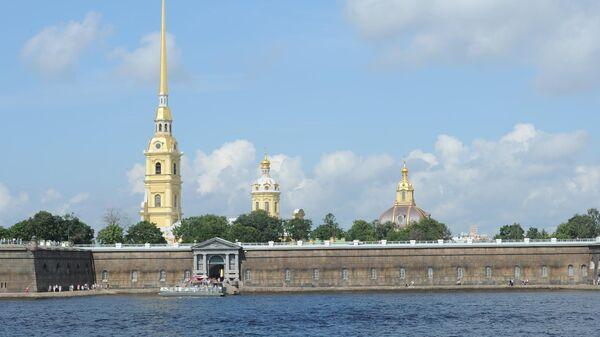 Петропавловская крепость на Неве в Санкт-Петербурге