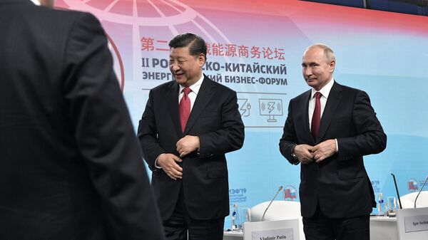 Президент РФ Владимир Путин и председатель Китайской Народной Республики (КНР) Си Цзиньпинь на Петербургском международном экономическом форуме-2019