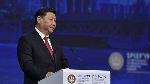 Председатель Китайской Народной Республики Си Цзиньпин выступает на пленарном заседании Петербургского международного экономического форума 2019