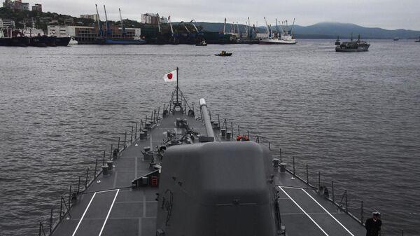 Эскадренный миноносец морских сил самообороны (МССО) Японии Судзунами во Владивостоке. Архивное фото