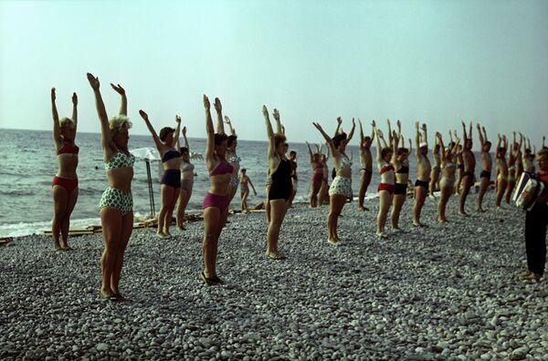 Оздоровительная гимнастика на пляже