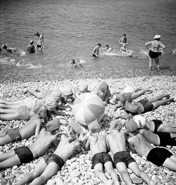Украинская ССР. Дети на пляже