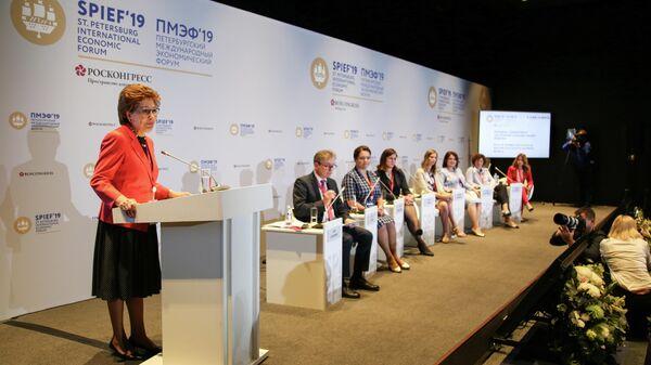 Участники ПМЭФ подчеркнули важность поддержки женщин-управленцев