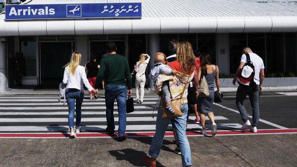 Пассажиры в аэропорту на Мальдивах