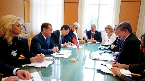 Дмитрий Медведев и генеральный директор Международной организации труда Гай Райдер во время встречи в Женеве. 11 июня 2019
