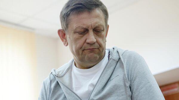 Экс-директор Национального медицинского исследовательского центра имени академика Е. Н. Мешалкина Александр Караськов, обвиняемый в хищении более 1,3 млрд рублей, в Центральном районном суде Новосибирска. 11 июня 2019