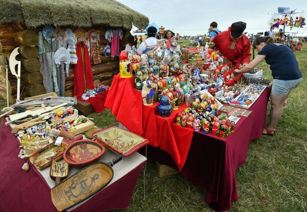 Продажа сувенирной продукции на III фестивале национальных видов спорта народов России и стран Евразии Русский мир