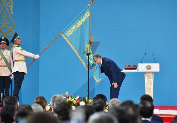 Избранный президент Казахстана Касым-Жомарт Токаев на церемонии принесения присяги народу Казахстана во время вступления в должность президента