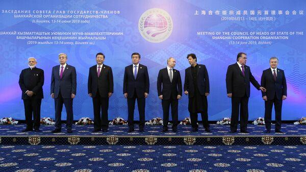 Президент РФ Владимир Путин на церемонии совместного фотографирования глав государств – членов ШОС   в государственной резиденции Ала-Арча в Бишкеке. 14 июня 2019
