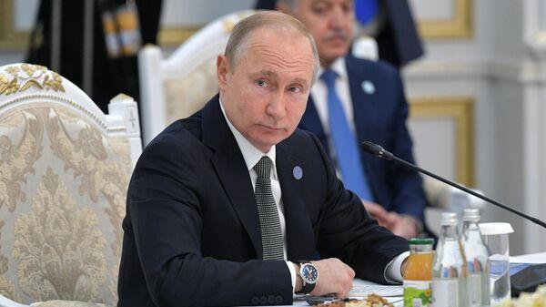 Президент РФ Владимир Путин во время заседания Совета глав государств - членов ШОС в Бишкеке