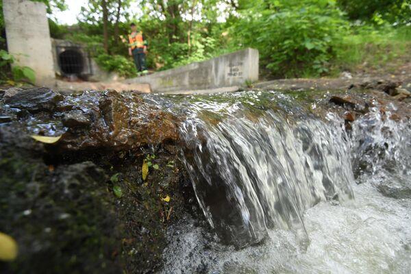 Очищенная вода стекает в Москву-реку