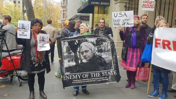 Митинг в поддержку Джулиана Ассанжа у консульства Великобритании в Мельбурне, Австралия. 14 июня 2019