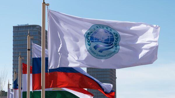 Флаг Шанхайской организации сотрудничества и флаги стран участниц ШОС
