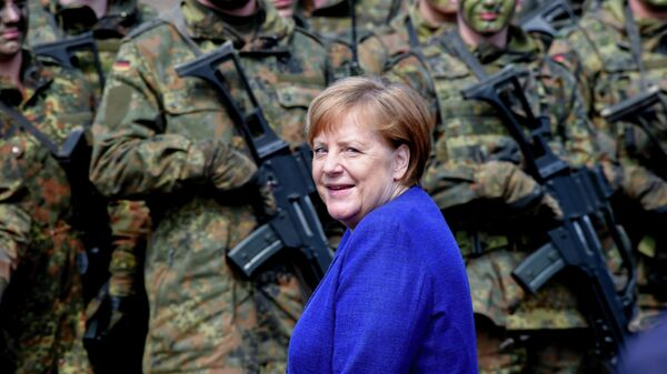 Канцлер Германии Ангела Меркель  с солдатами Бундесвера