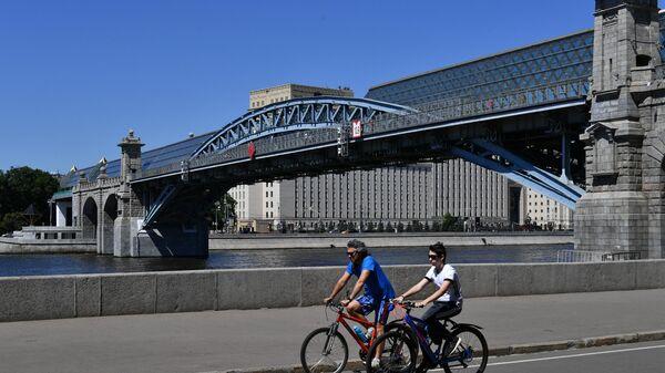 Пешеходный Пушкинский мост в Москве