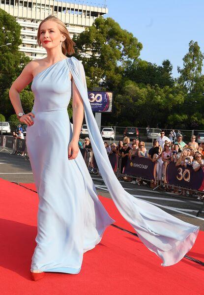 Актриса Юлия Пересильд на Звездной дорожке перед церемонией закрытия 30-го Открытого фестиваля российского кино Кинотавр