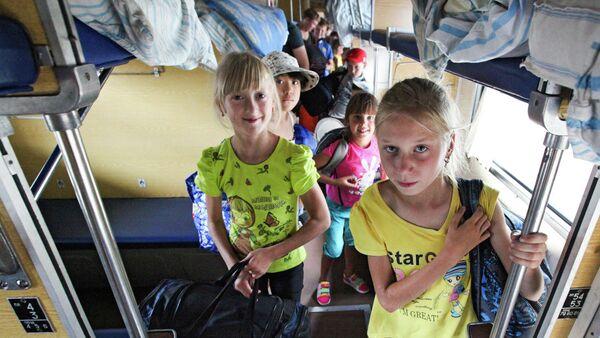 Дети в плацкартном вагоне