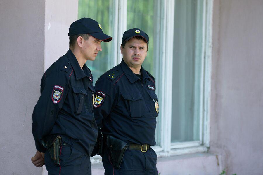 Сотрудники полиции в Чемодановке