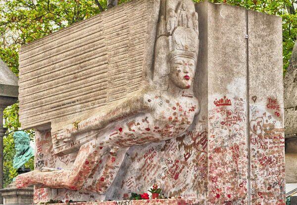 Могила Оскара Уайльда в Париже