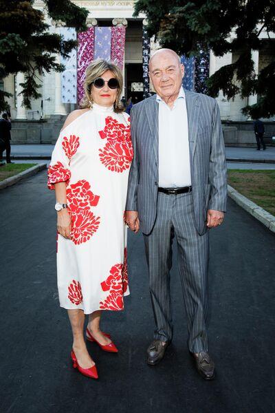 Владимир Познер с супругой Надеждой Соловьевой